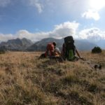 Peaks of the Balkans mit Zelt und Hund