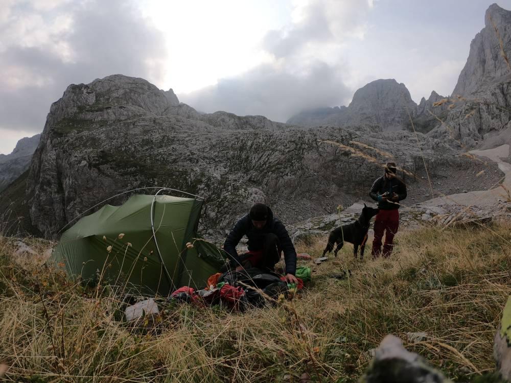 Zelten am Fuß des Jezerca