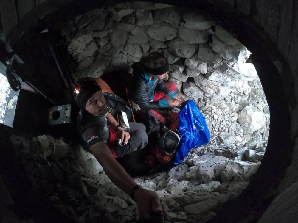 Unwetterschutz im Bunker - die Zeit genutzt, um Regentropfen aufzusammeln