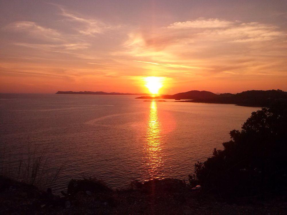 Sonnenuntergang am Meer in Griechenland
