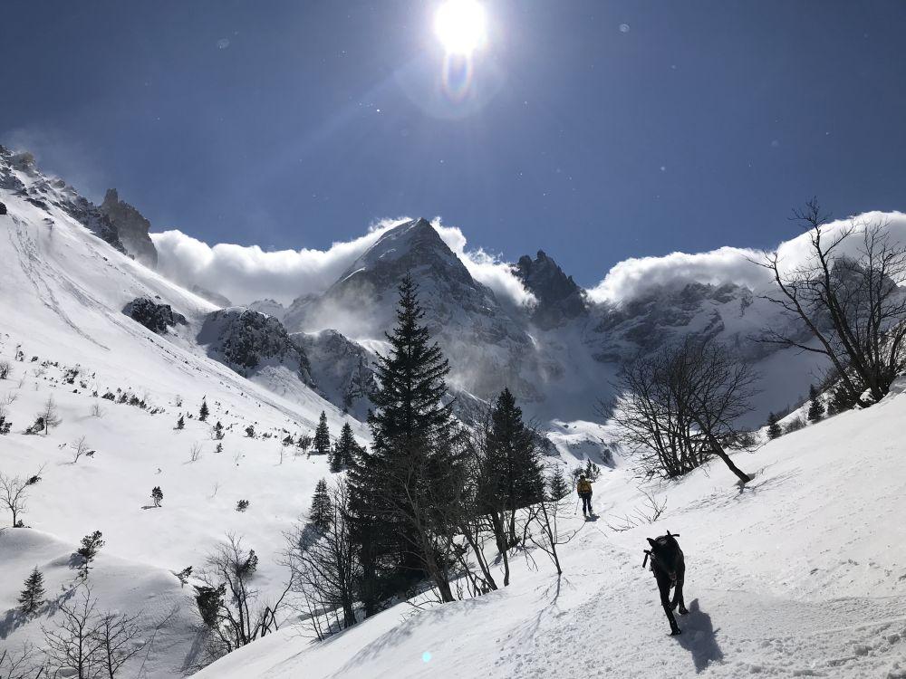 Abfahrt Skitour mit Hund