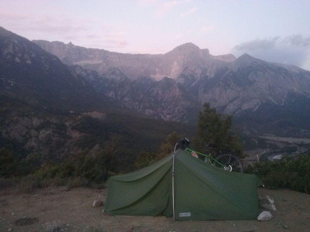 Traumhafte Zeltplätze vor den Albanischen Alpen