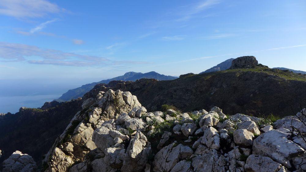 Hoch oben in der Serra de Tramuntana - das Meer zu Füßen