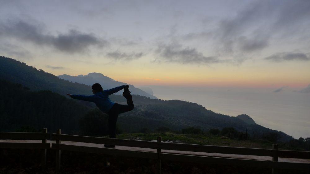 Abendstimmung an einer verlassenen Finca: Berge hinter mir, Meer vor mir