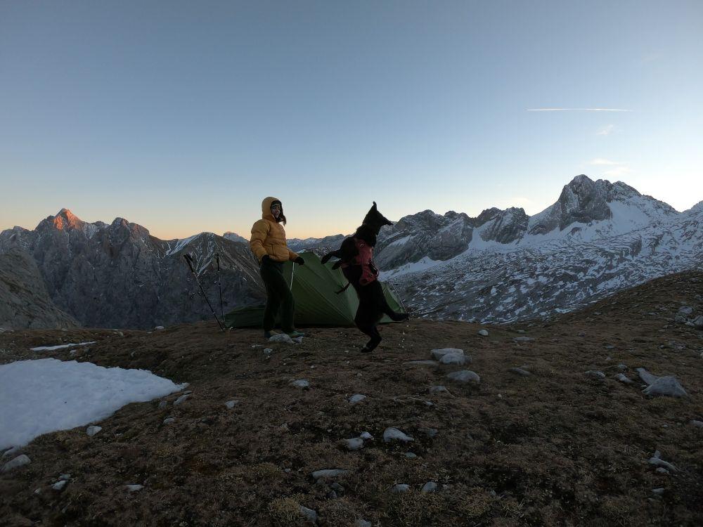 Spielerei zum Sonnenuntergang - mit Hund auf die Zugspitze