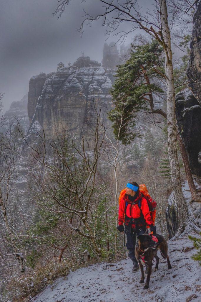Bergpfadabenteuer mit Hund