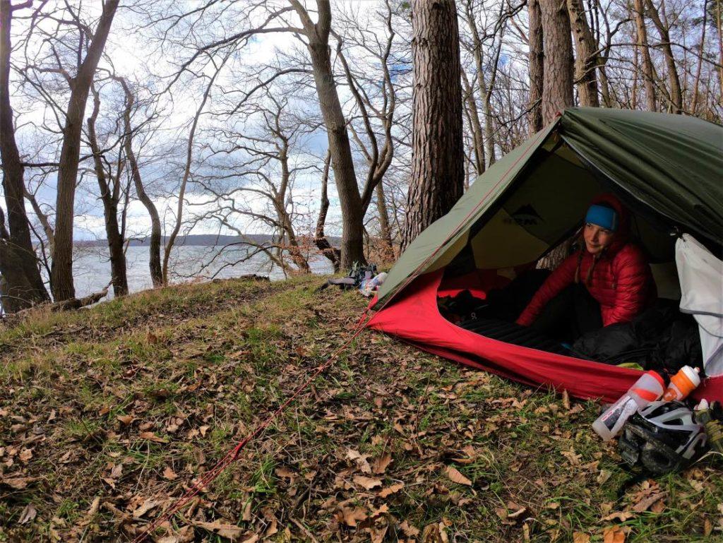 Frostiger Morgen am See - Bikepacking zur Ostsee