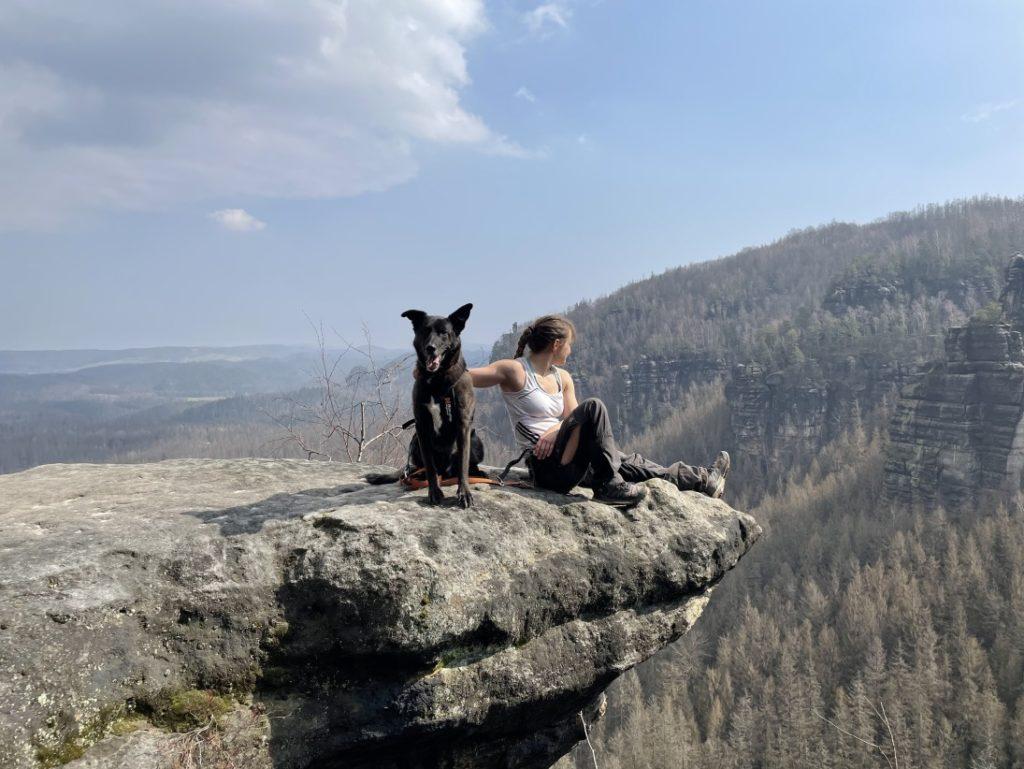 Mittagspause beim Trekking mit Hund