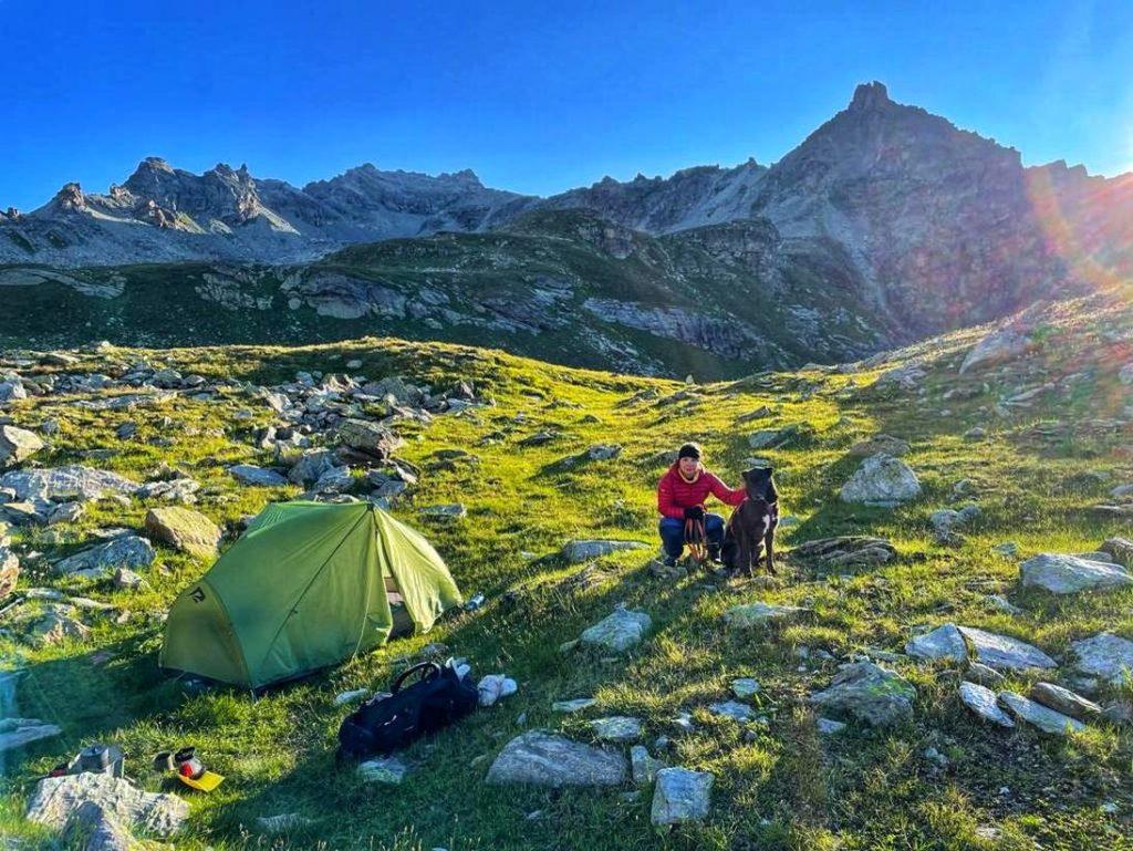 Nachtlager an einem See auf etwa 2600 m